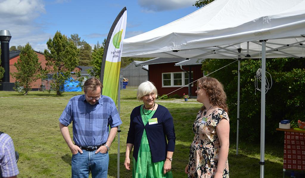 Hushållningssällskapets Christina Hammarström (mitten) och Anna Molander (till höger) hälsade gästerna välkomna.