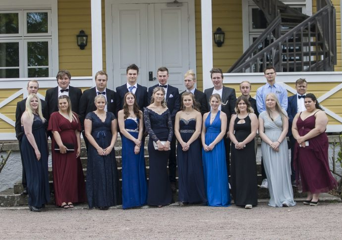 Elever från Naturbruksgymnasiet Kalmar på studentbal.